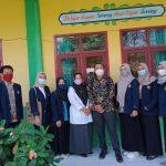 Foto kunjungan pertama ke sekolah penempatan bersama DPL yang disambut KS SDIT Hidayatul Mubtadiin